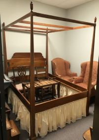 Early American Style Canopy Full Size Bed