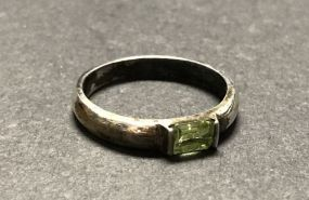 Woman's .925 Peridot ring